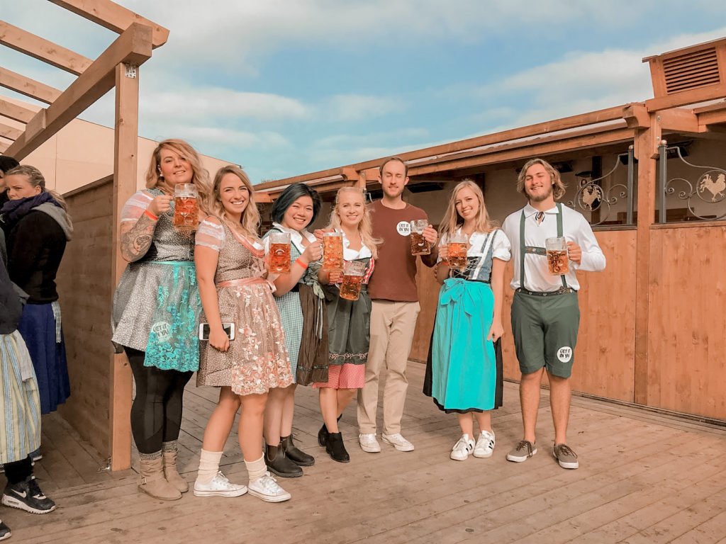 How To Dress For Oktoberfest: Everything You Need To Know For Your First Celebration | d-ravel.com