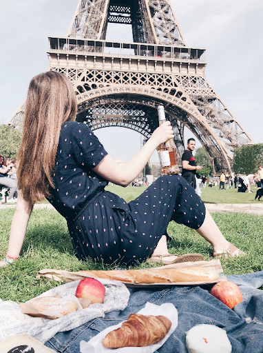 A Year Round Parisan Guide: What to Pack When Traveling to Paris and Must-See Sights   d-ravel.com