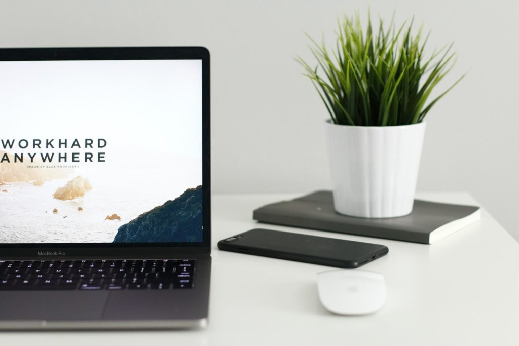 6 Ways To Boost Your Resume While Traveling  | d-ravel.com